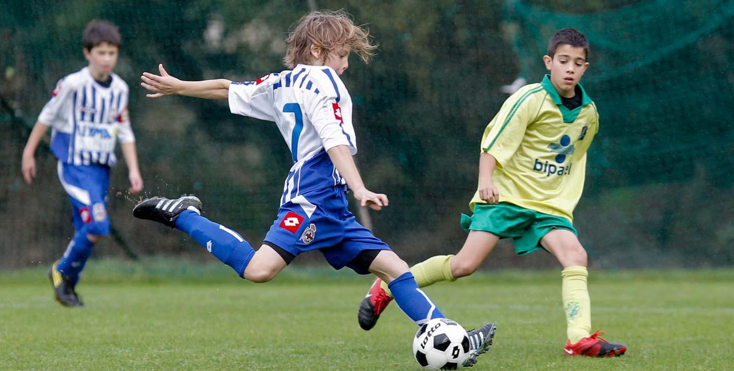 Fotografía deportiva de niños, infantil. Alevin A del Deportivo de La Coruña contra el Rayo Sadense